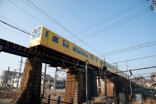 高架を走る列車