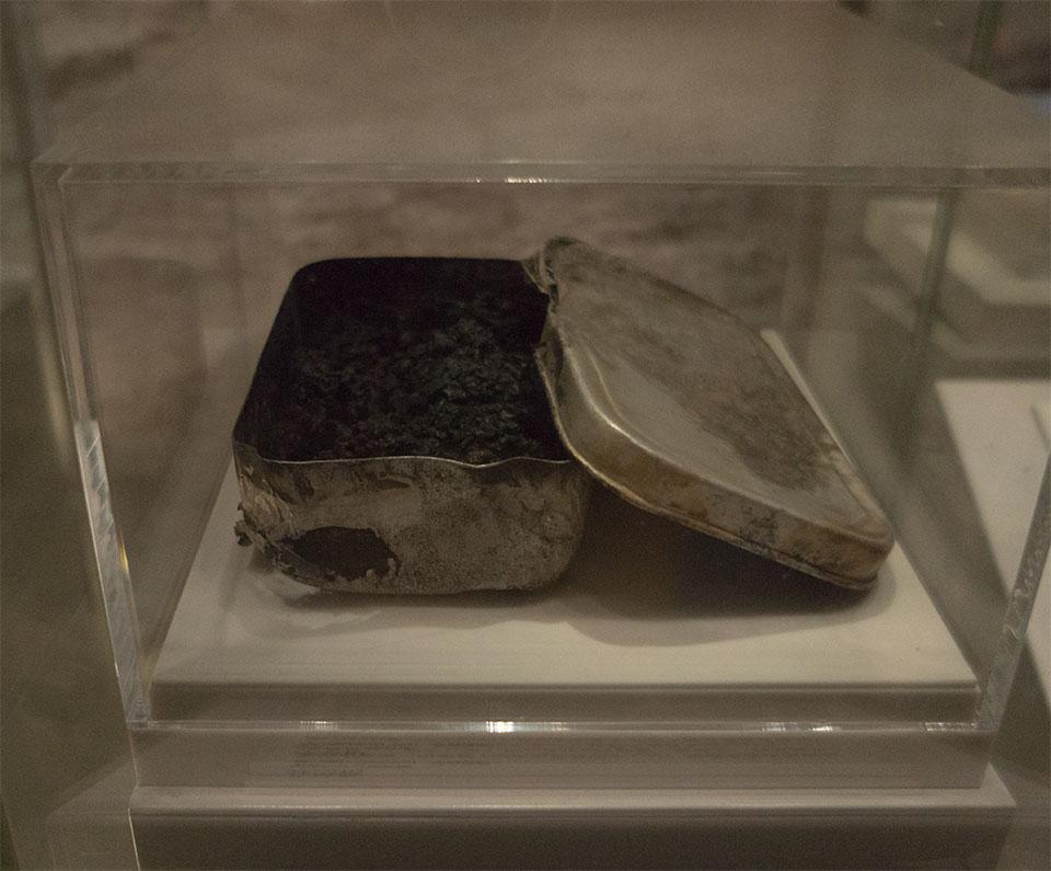 黒焦げの弁当箱