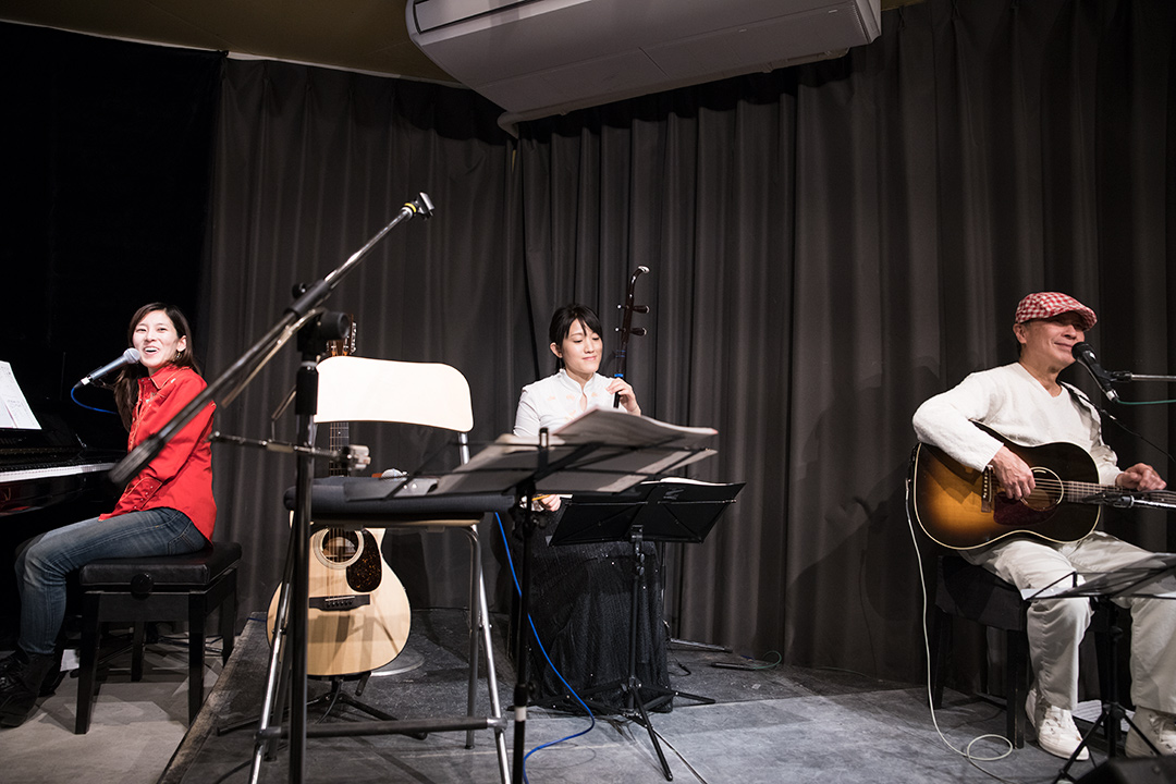 二胡奏者の椿繐(チュネ)さんとのセッション