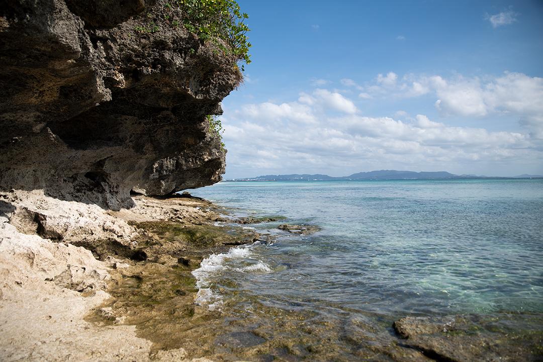 ニャティヤ洞の外の海