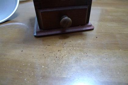 散乱する粉