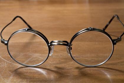 跳ね上げ眼鏡