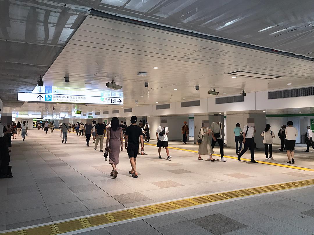 新宿駅東西自由通路